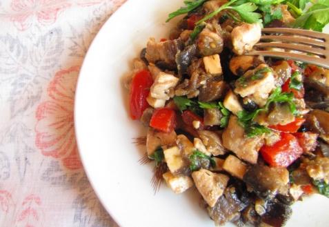 Рецепт - Салат с курицей и баклажанами