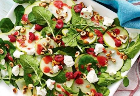 Салат с яблоками и малиной