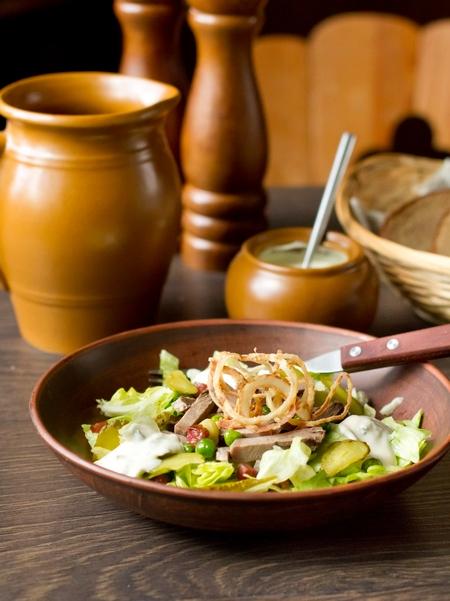 Салат из языка с зеленым горошком