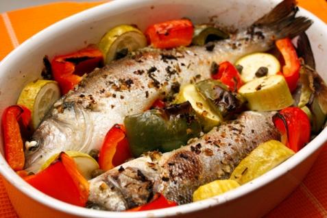 Рецепт - Сибас, запеченный с овощами