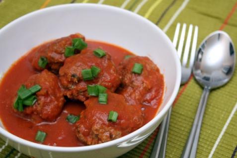 Тефтели в томатном соусе с мятой