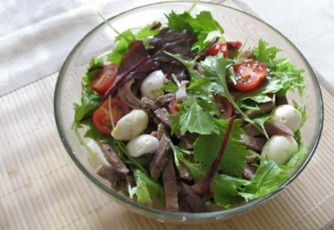 Салат из языка с рукколой