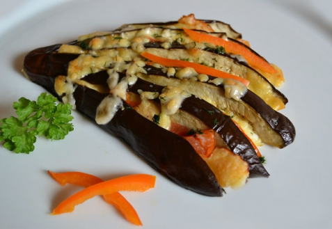 Рецепт - Веер из баклажанов с овощами