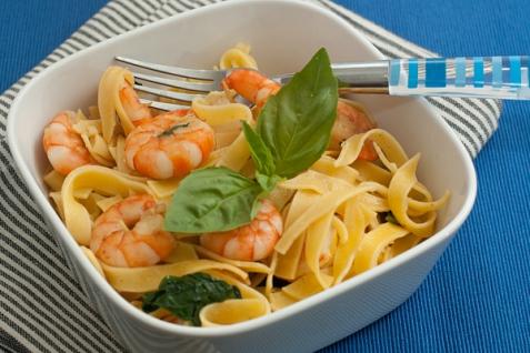 Рецепт - Паста с креветками и базиликом