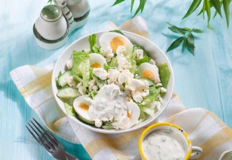 Салат из свежих огурцов и яиц