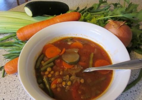 Суп с зеленой чечевицей и овощами