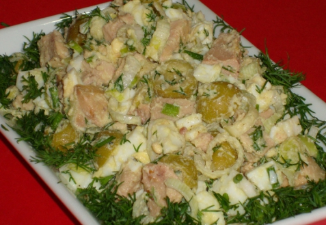 Рецепт - Салат с печенью трески и оливками