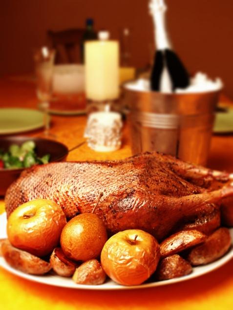 Рецепт - Новогодний гусь с яблоками и тмином