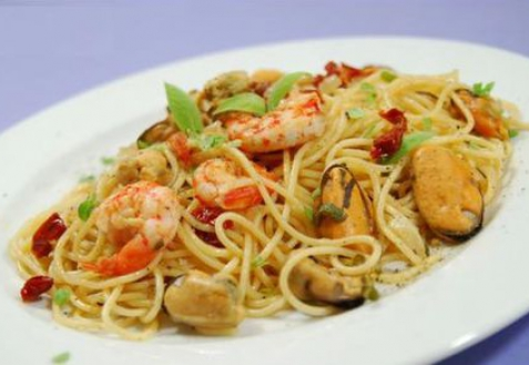 Рецепт - Спагетти с мидиями и креветками