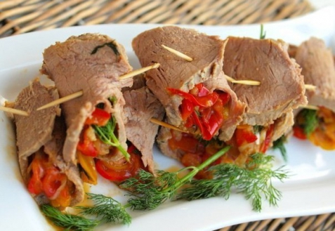 Рецепт - Мясные рулетики с маринованным перцем