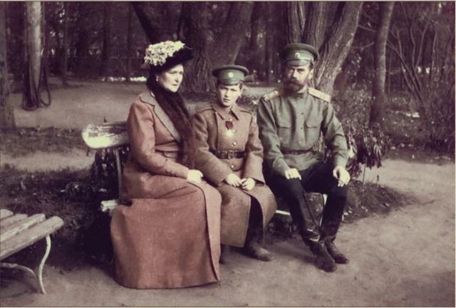 Император Николай II и Александра Фёдоровна с цесаревичем Алексеем в Ставке.