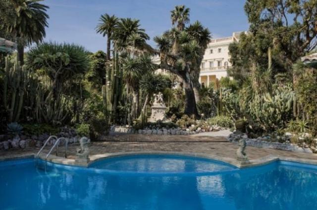 Во Франции выставили на продажу самый дорогой жилой дом в мире (ФОТО)