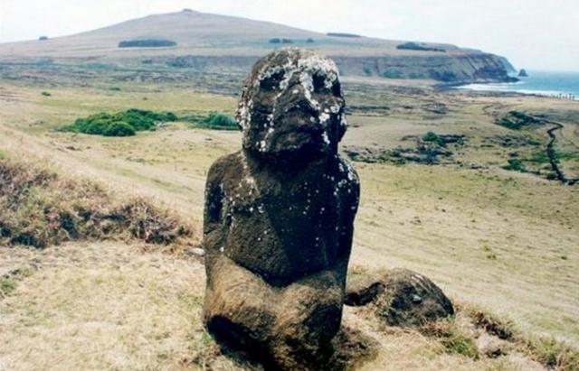 Тукутури — самый необычный из всех моаи.