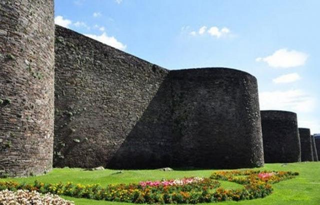 Нетронутые римские стены.