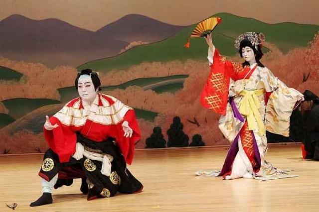 Фрагмент из спектакля театра кабуки./Фото: vlasenko.at.ua