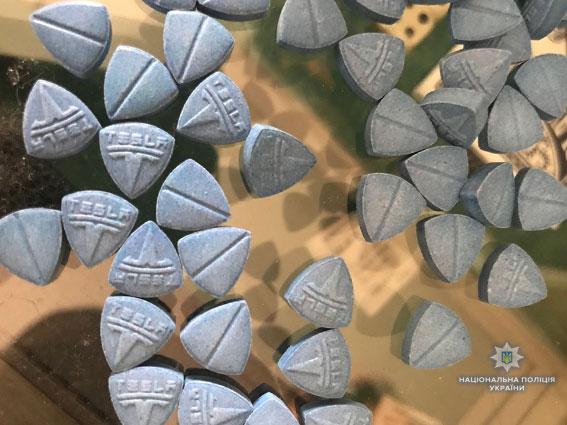 """Во Львове продавали наркотики под логотипом автомобильной компании """"TESLA"""": опубликованы фото (2)"""