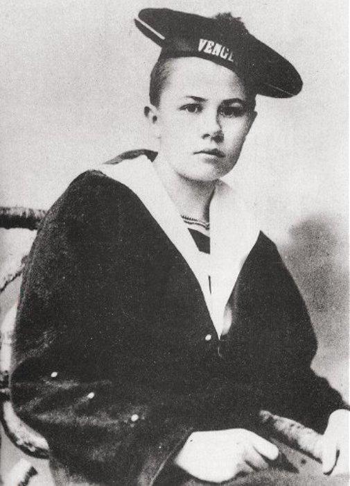 Изабель Эберхард, переодетая подростком, в матросской форме. | Фото: en.wikipedia.org.