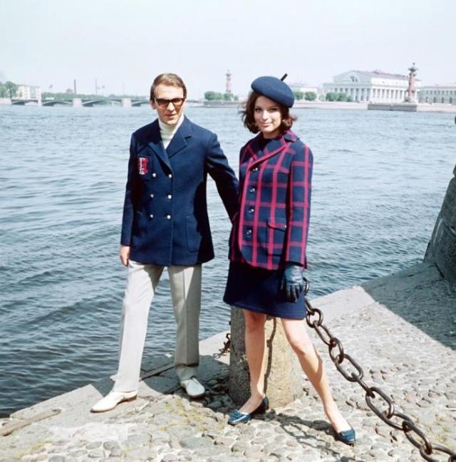 Весенние комбинированные костюмы из новых шерстяных тканей. СССР, 1968 год.