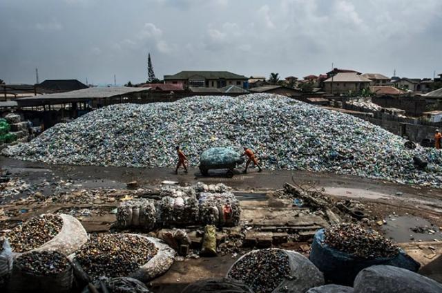 Свалка в Лагос на западе Африки.