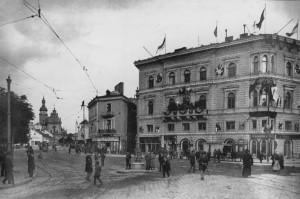 Колії електричного і кінного трамвая на пл. Галицькій.