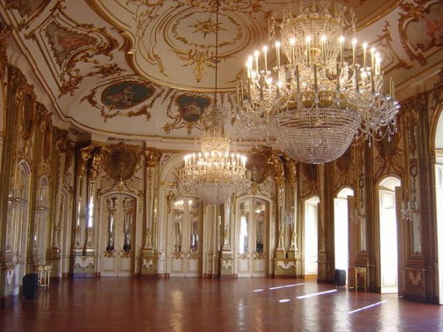 Бальный зал дворца Келуш. | Фото: en.wikipedia.org.