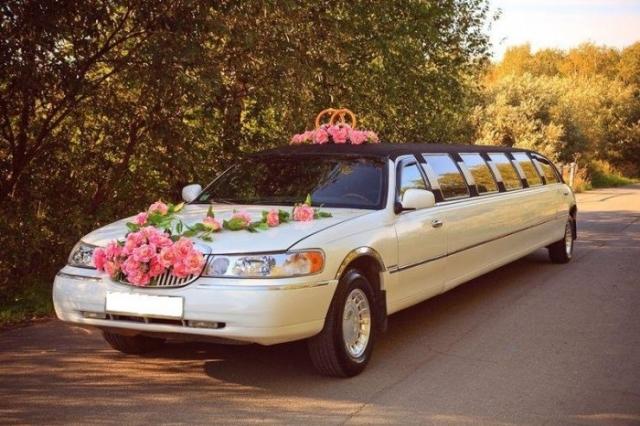 Свадебный автомобиль украшают и сегодня, как раньше украшали первого коня в свадебной упряжке./Фото: avatars.mds.yandex.net
