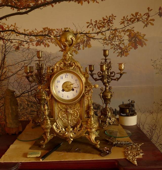 Старинные интерьерные часы. Фото