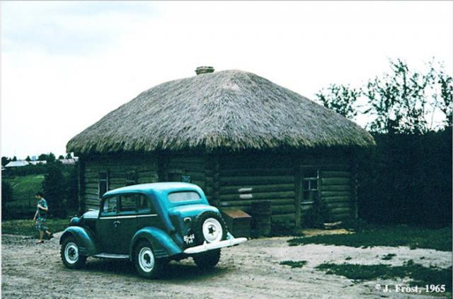 Дом садовника в имении Льва Толстого. СССР, Ясная Поляна, 1965 год.