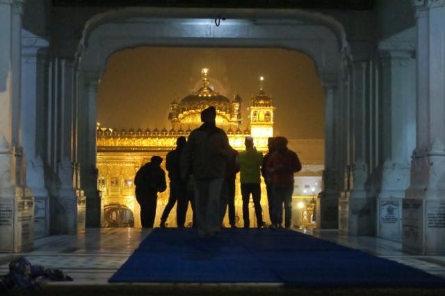 Вид на Золотой храм с городской площади. /levik.livejournal.com