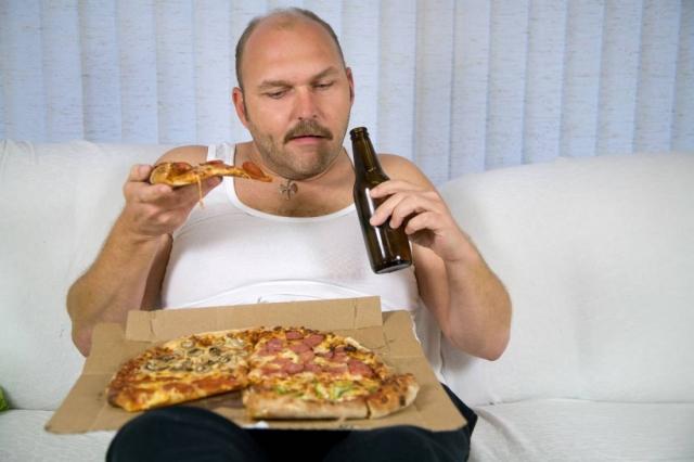 Пиво и пицца — твой путь к ожирению