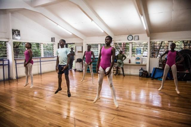 Занятия в балетной школе в престижном районе Карен. Автор: Автор: Frederik Lerneryd.