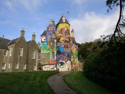 Художники разрисовали старинный замок в Шотландии. Фото