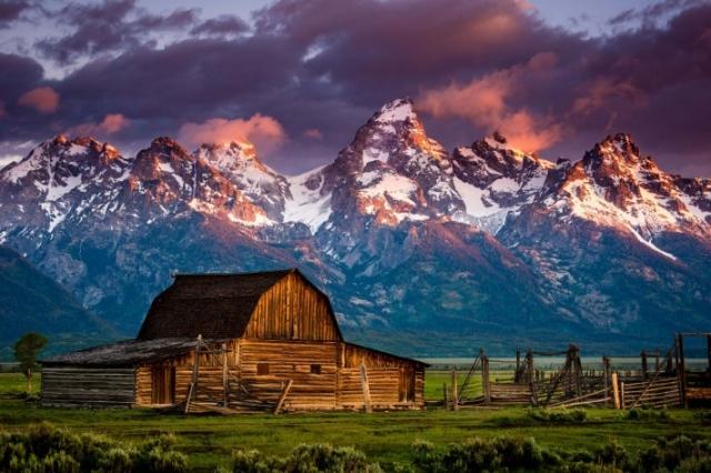 Горы дом закат