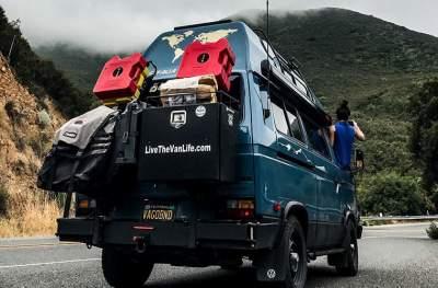 Американец продал дом ради путешествий и жизни в фургоне. Фото