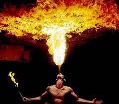Фото: Невероятные кадры: люди, которые дышат огнем (Фото)