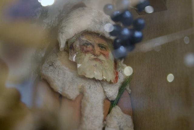 Рождественский дед. Ватная игрушка, хромолитография. Конец XIX — начало XX века./Фото: cdn.fishki.net