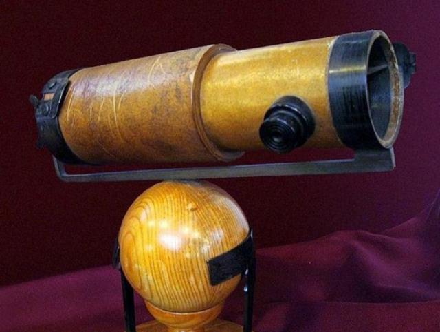 Копия первого телескопа Ньютона, музей Кембриджа | Фото: old.mirf.ru