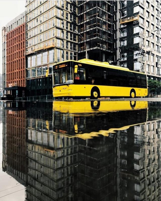 Параллельная реальность дождливого города. Фото: @werter