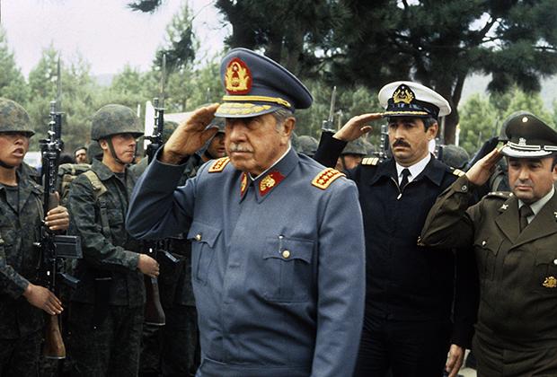 Пиночет оставался верховным главнокомандующим почти 10 лет после того, как покинул пост президента