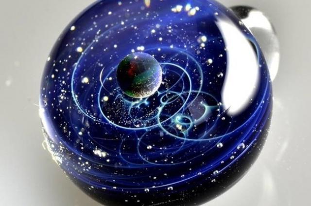 Солнечная система, заключенная в стекло (8 фото)
