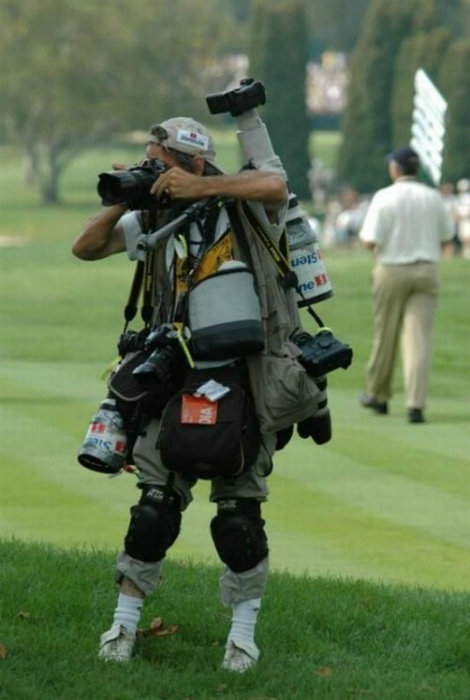 А вот ходить фотографам трудно! | Фото: BAOMOI.COM.