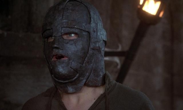 Кадр из к/ф «Человек в Железной маске» (1998). | Фото: cluebits.com.