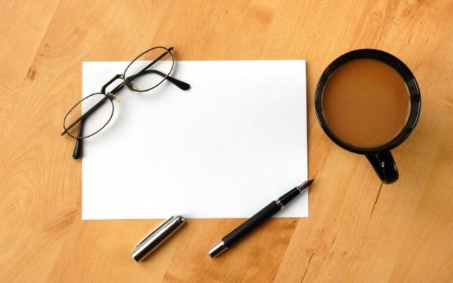 ручка и лист бумаги