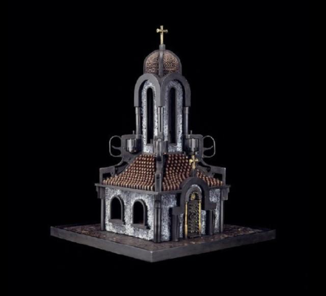Храм из пуль и оружия. Автор: Al Farrow.