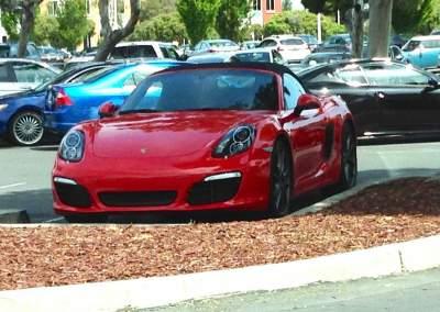 На каких автомобилях ездят сотрудники Facebook. Фото