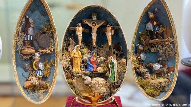 Страусиное яйцо со сценой Распятия Христа из коллекции Эрхарда Шверина (Erhard Schwerin), Лейпциг.