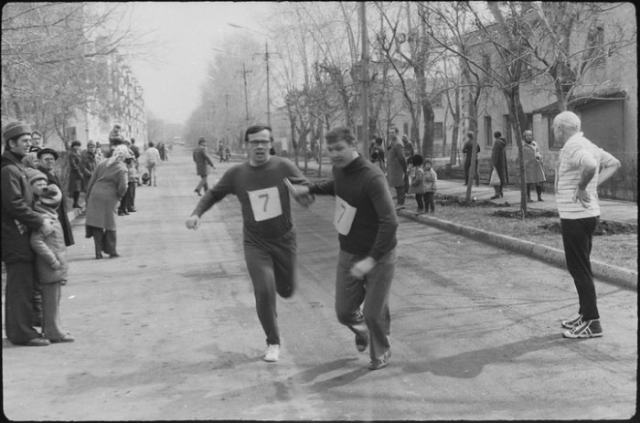 Спортивные соревнования нередко устраивались прямо на улицах города.