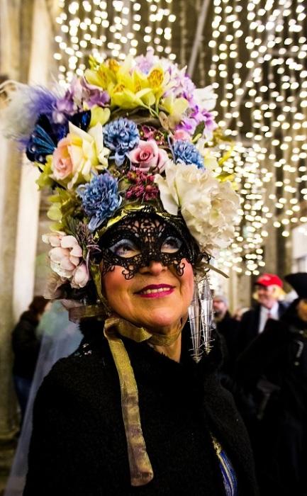 Претендентка на роль победителя в смотре карнавальных костюмов.
