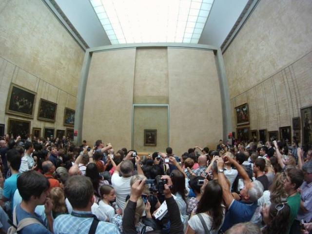 У портрета Моны Лизы в Лувре. / Фото: www.explosion.com