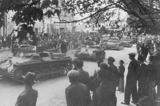 Танки Вермахту на вулицях Львова - фото 1